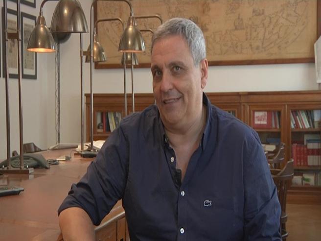 Maurizio de Giovanni: «Il nuovo Ricciardi indaga sulla morte di un vecchio gesuita. E si evolve...»