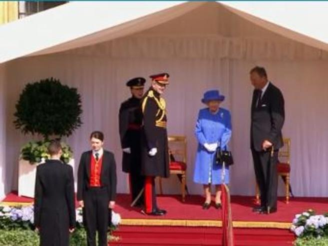 A Windsor l'incontro tra il presidente Usa Trump e la regina Elisabetta LIVE TVA Londra la marcia di protesta