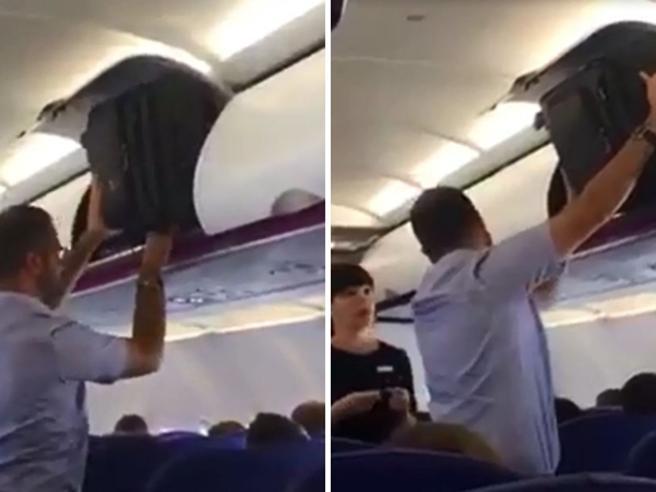 Lotta impari contro il bagaglio in aereo. Poi arriva la hostess... ed ecco il consiglio che dà