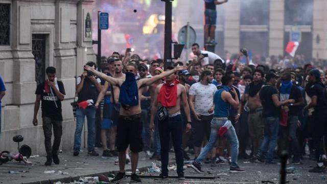 Risultati immagini per disordini a Parigi per la vittoria ai mondiali