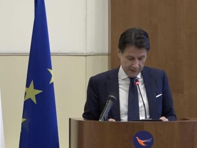 Il premier Conte:  «Impegnarsi contro spionaggio digitale» Il video