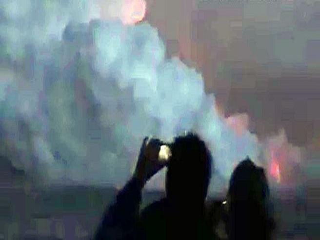 Hawaii, esplosione nella notte: lava cade su barca di turisti. Le urla terrorizzate dei passeggeri