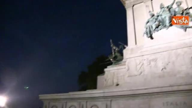 Eclissi Folla Di Turisti Al Gianicolo Per Fotografare La Luna