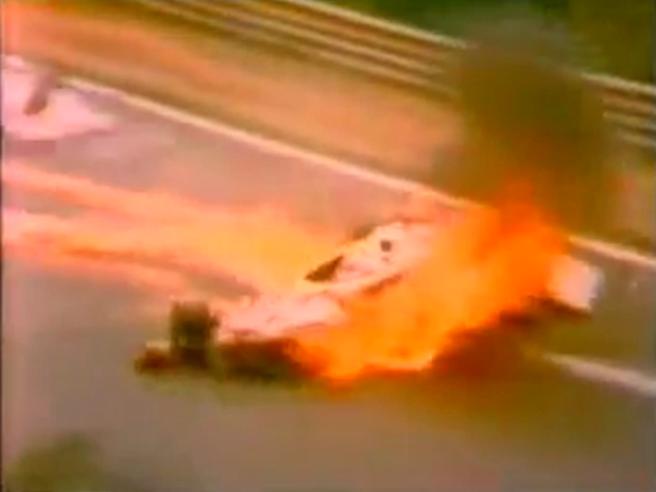 Niki Lauda, l'incidente al Nurburgring del 1976: il pilota rimase bloccato nella Ferrari in fiamme
