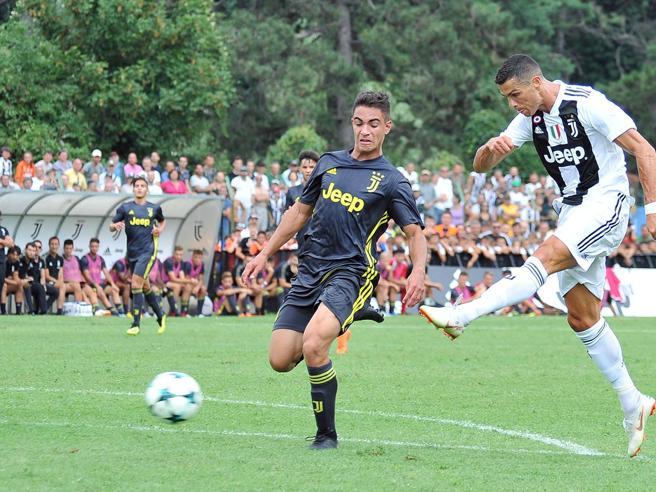 Villar Perosa, Cristiano Ronaldo segna subito: ecco il primo gol di Cr7 in bianconero