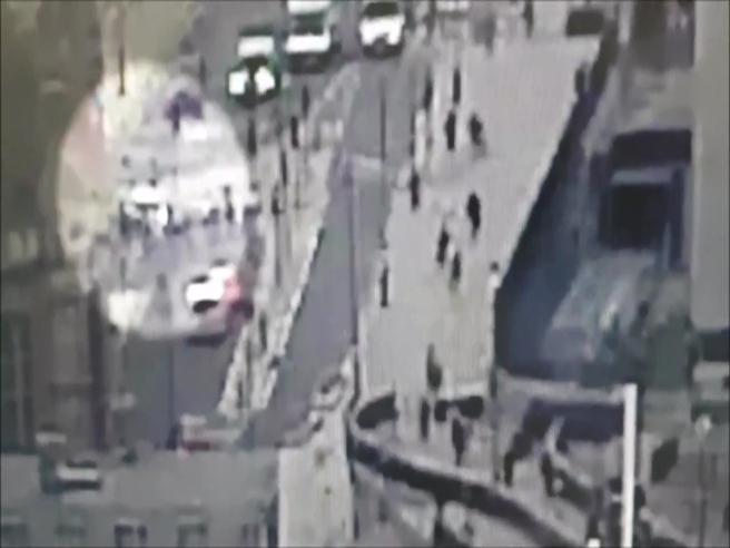 Londra, la folle corsa dell'auto e lo schianto a Westminster: videoPreso un sospetto terrorista|Foto