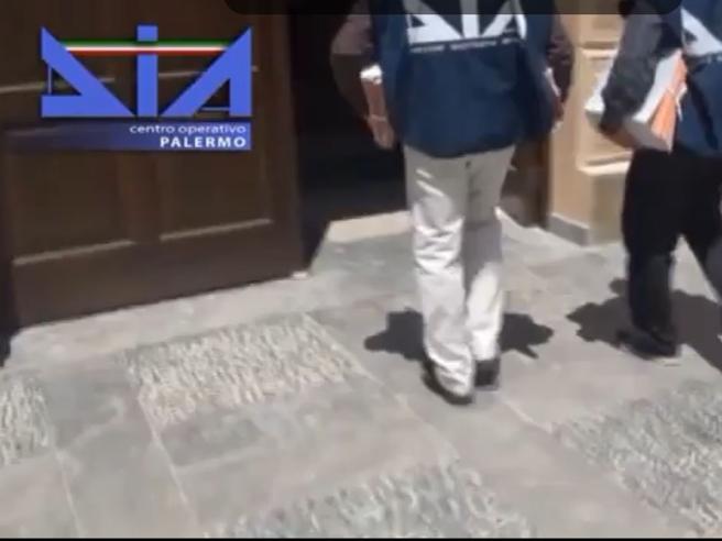 Palermo, la mafia  sull'ortofrutticolo: confiscati beni per 150 milioni Video