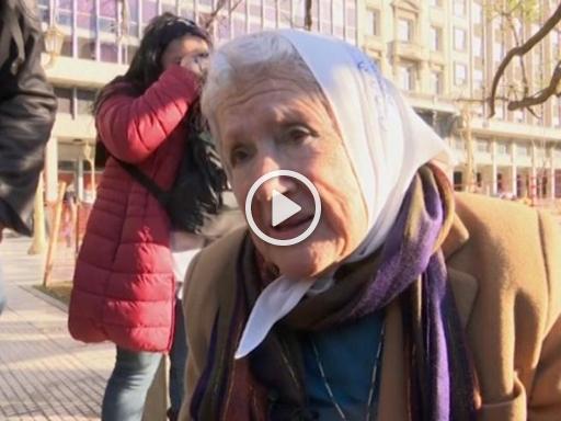 Aborto in Argentina, fondatrice Madri di Plaza de Mayo contro la Chiesa: «Rinuncio ai simboli religiosi»