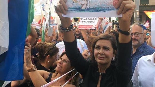 Laura Boldrini in piazza a Milano alla manifestazione «Europa ...