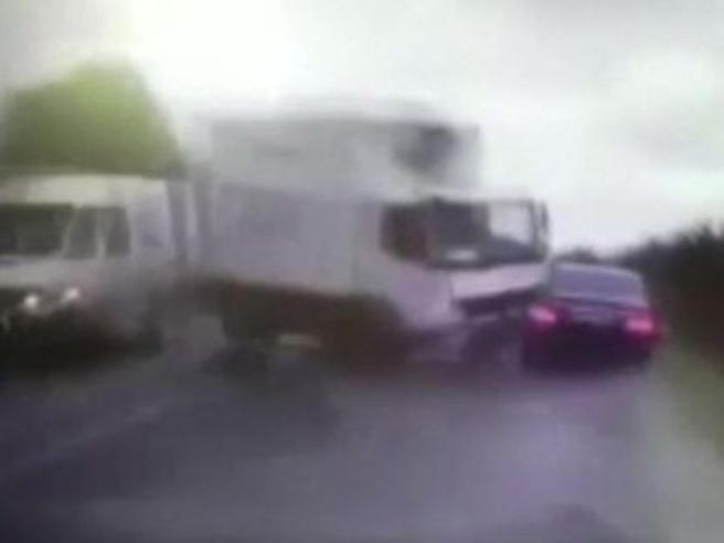 Terribile incidente per il presidente della Moldavia: le immagini riprese in diretta