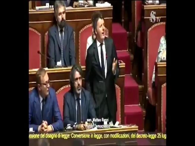 Renzi in Senato parla dei creditori della Lega e li paragona a Fonzie