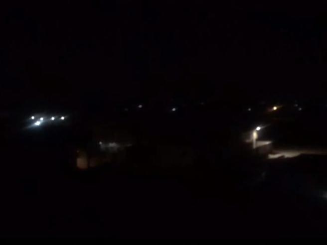 Notte di combattimenti in un quartiere di  Tripoli: spari ed esplosioni violente Video