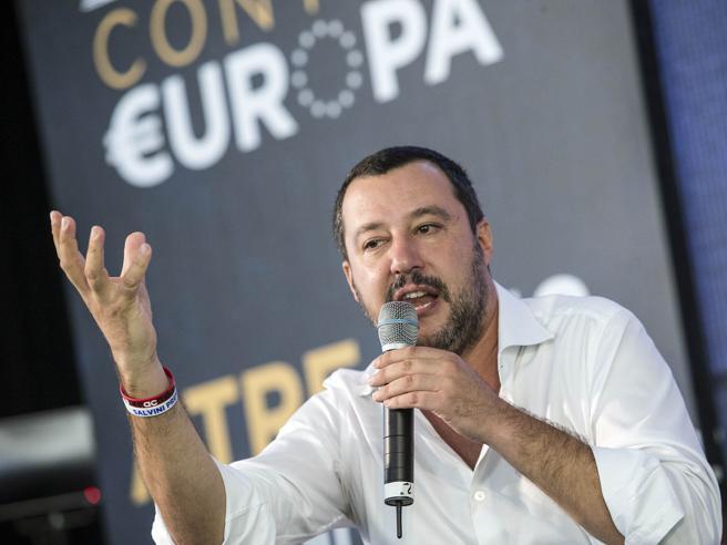 Lapsus di Salvini ad Atreju, parla  come fosse presidente Consiglio e Mentana lo interrompe
