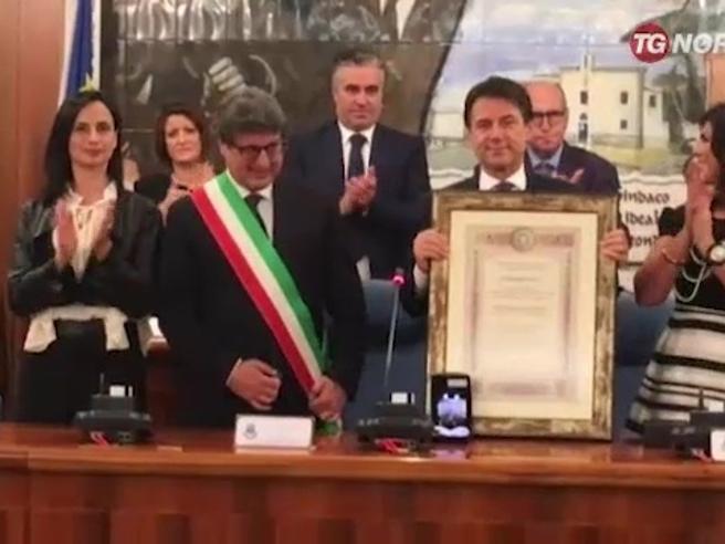 Conte in PugliaIl padre Nicola: «Mio figlio mi ha stordito...» Video