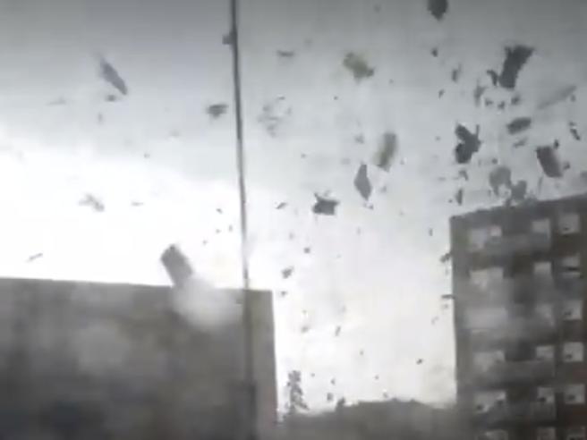 L'impressionante video girato dentro  un tornado in Canada