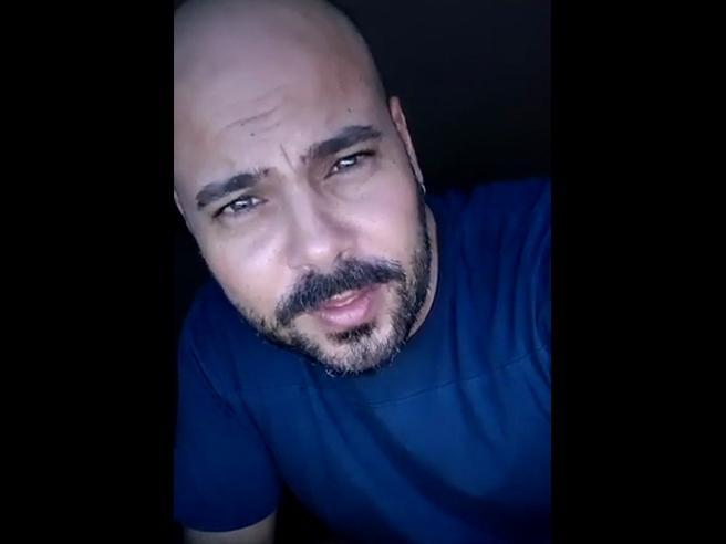 Marco D'Amore legge «M. il figlio del secolo» di Antonio Scurati. E su Instagram colleziona mezzo milione di visualizzazioni