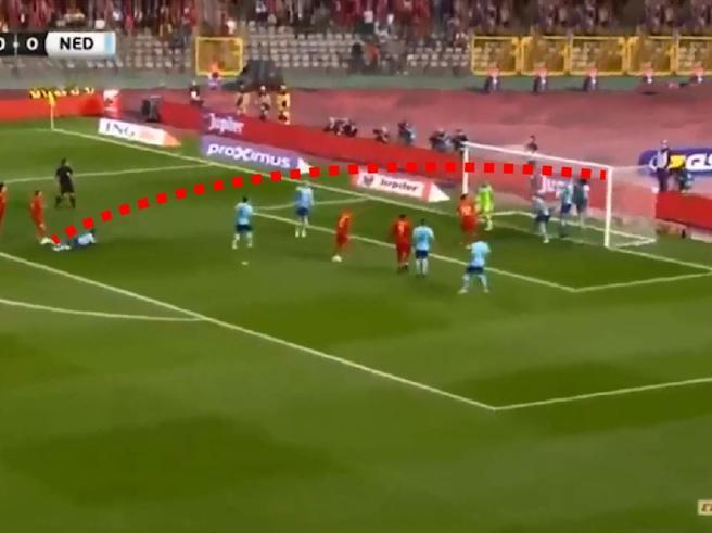 Il gol capolavoro di Mertens contro l'Olanda: tiro al volo e dentro all'incrocio tra i pali