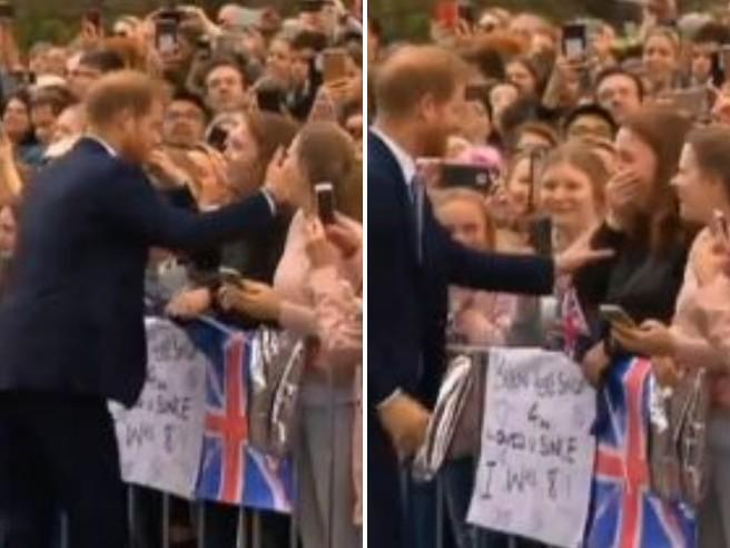 Australia, Harry abbraccia una ragazza e lei scoppia in lacrime