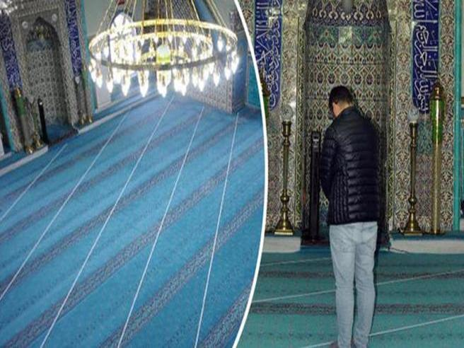 Fedeli musulmani pregano per 37 anni nella direzione sbagliata