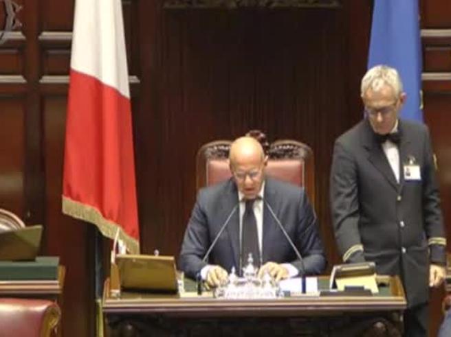 Rampelli presiede l'aula alla Camera: «Usiamo termini italiani, non siamo alla Camera dei Lords»