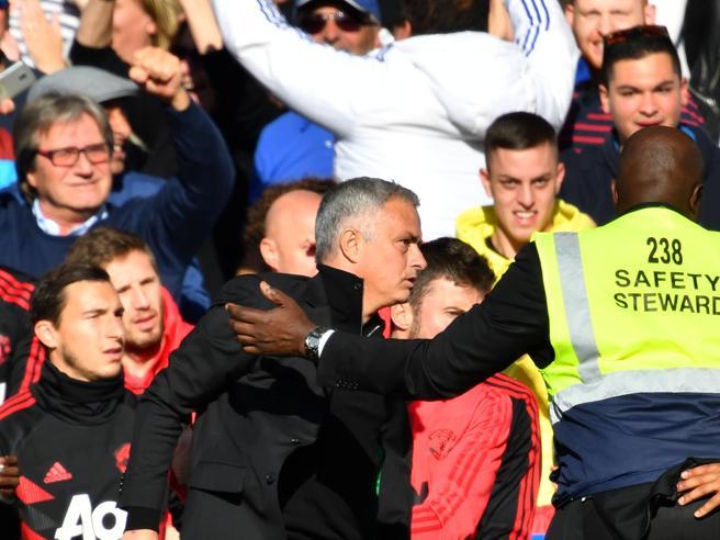 Chelsea-Manchester United, i Blues segnano al 96esimo e  Mourinho diventa una furia