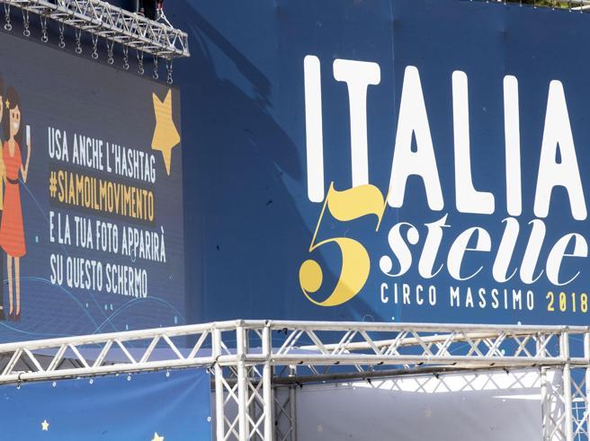 A «Italia 5 Stelle» sfilano tutti i big, da Conte a Grillo   Diretta Di Maio: «Un nuovo gruppo europeo per i delusi»