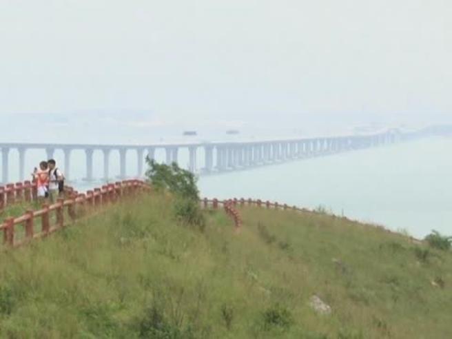 Cina, inaugurato il super ponte tra Hong Kong e Macao