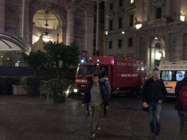 Roma, cede scala mobile della metro: venti feriti, 8 graviI