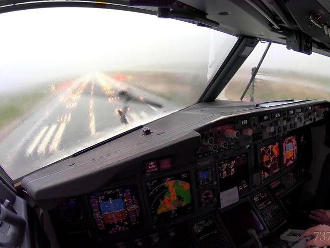 le immagini dal cockpit del Boeing 737