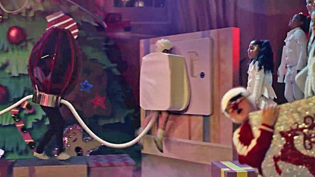 Vestito Da Stella Per Recita Di Natale.Lo Sguardo Della Mamma Fa Decollare La Recita E Il Bimbo Spina E Una Star Lo Spot Di N