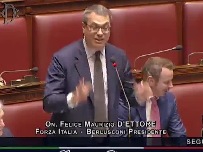 Manovra, il deputato cita Cetto la Qualunque: «Più pil per tutti». E fa ridere tutti