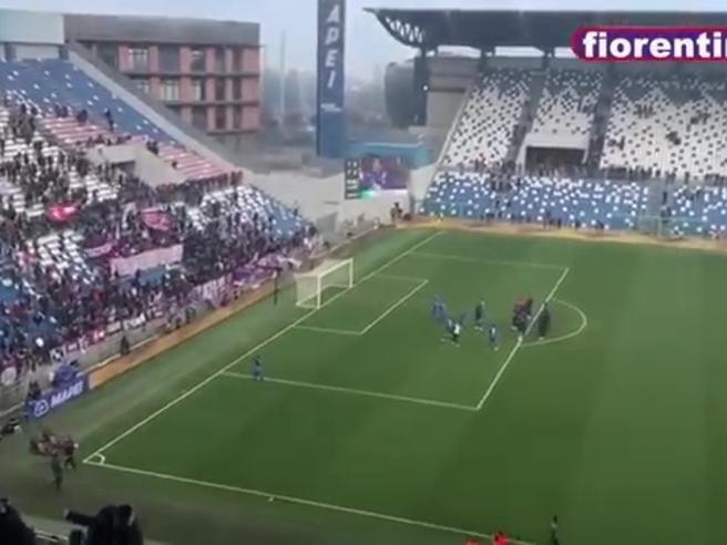La Fiorentina pareggia in extremis, la squadra va a salutare i tifosi ma dalla curva piovono insulti