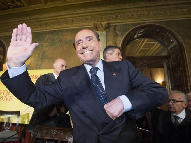 Torna Berlusconi ed è show:  «Non ho designato delfini?  A volte si rivelavano sardine» Video