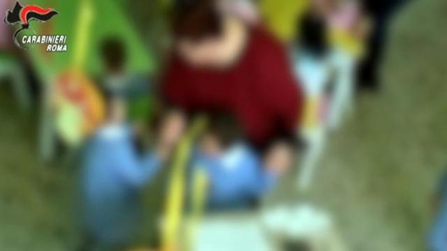 Castelli Romani, botte ai bimbi dell'asilo: arrestate tre maestre e una bidella| Il VIDEO delle violenze