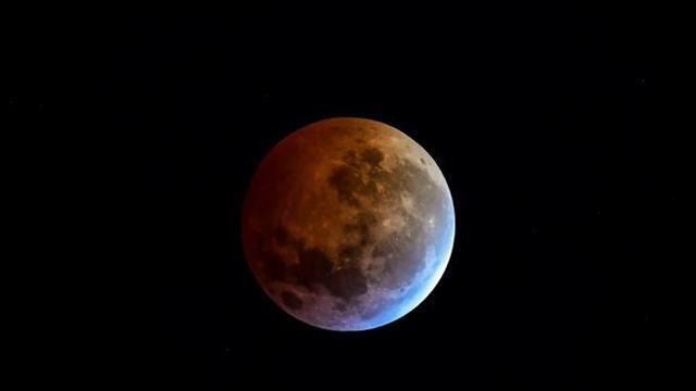 a731ad9151 Eclissi di luna: lo spettacolo della luna rossa che incanta - Gazzetta del  Sud