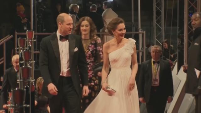hot sale online aa3b3 76156 Bafta2019, Kate Middleton in bianco: sfida il freddo con un ...