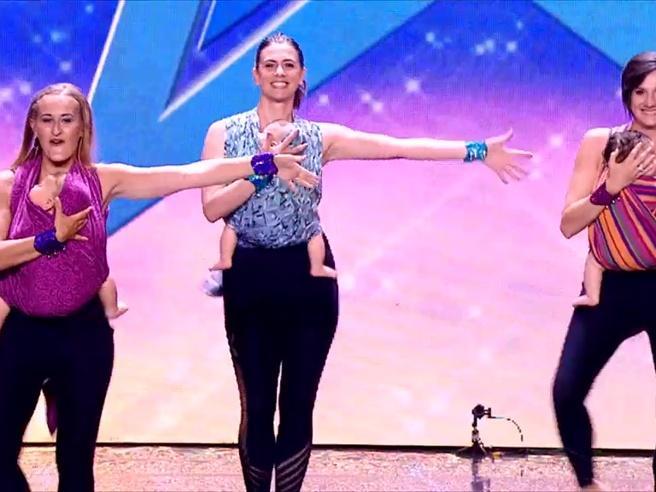 «Danza in fascia», a Italia's got talent il ballo delle mamme e dei loro neonati