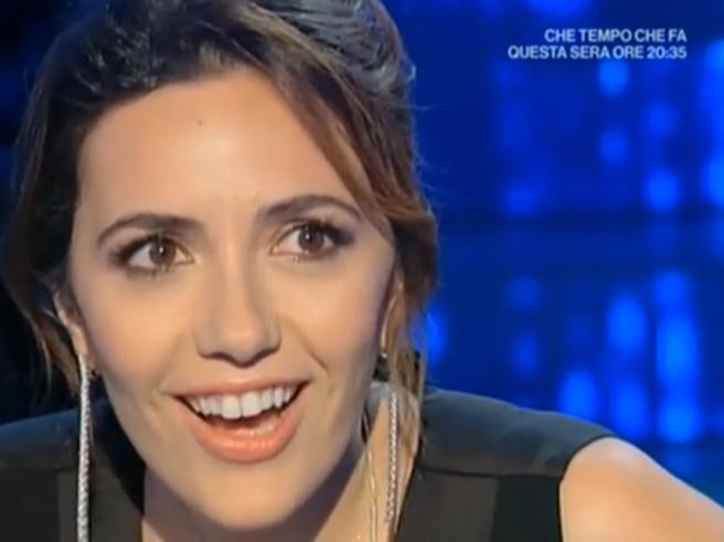 Serena Rossi, proposta di matrimonio in diretta a «Domenica In». Lei incredula: «Ma davvero?»