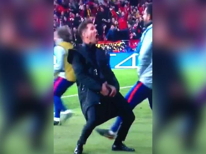 Champions, Simeone fa un gestaccio dopo il gol dell'Atletico