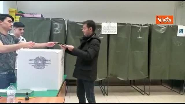 Elezioni Sardegna Zedda Il Candidato Di Centro Sinistra Alle Urne Per