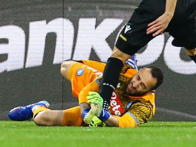 Ospina colpito alla testa, resta in campo e subisce due reti poi crolla  e viene sostituito