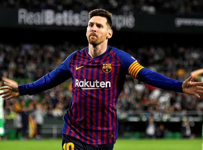 Il Barcellona stende il Betis 4-1. E lo stadio di Siviglia applaude Messi autore di una tripletta fantastica
