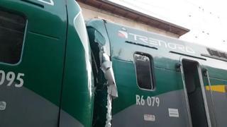 Scontro tra treni nel Comasco  le prime immagini dopo l impatto 2618e59583f