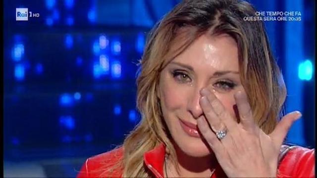 d35d71ff7a77 Sabrina Salerno in lacrime a «Domenica in» per le foto con il figlio