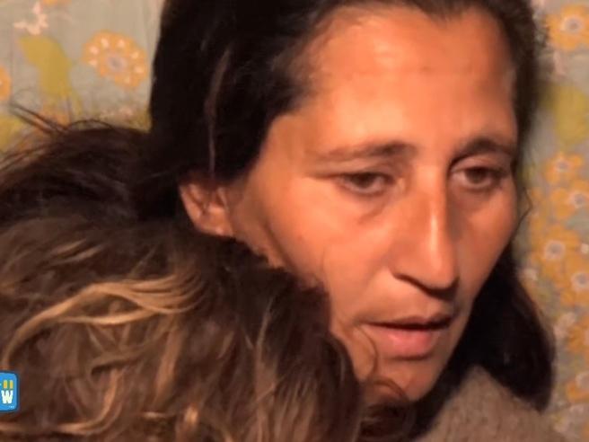 I rom di Casal Bruciato: «Ci vogliono ammazzare, la mia bimba non mangia più» Video