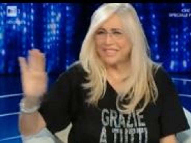 Domenica In, Mara Venier sbeffeggia Pamela Prati: «Don Teo Caltagirones è qui»