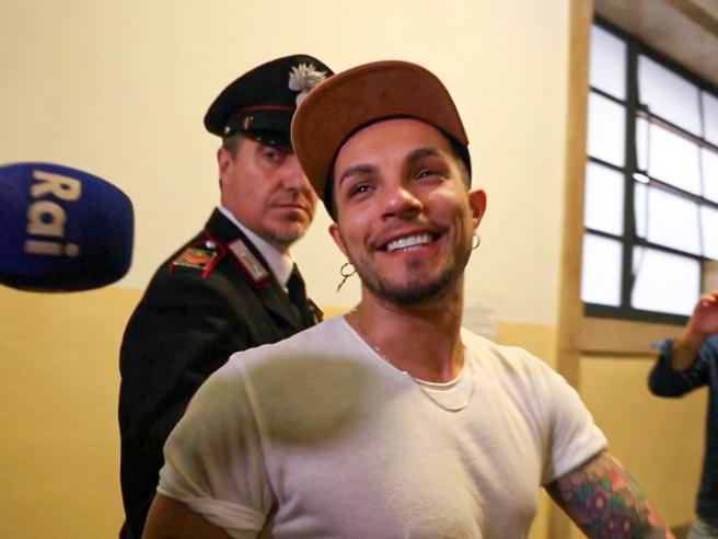 Marco Carta, arresto non convalidato. Il cantante: «Sono scosso ma non sono stato io»