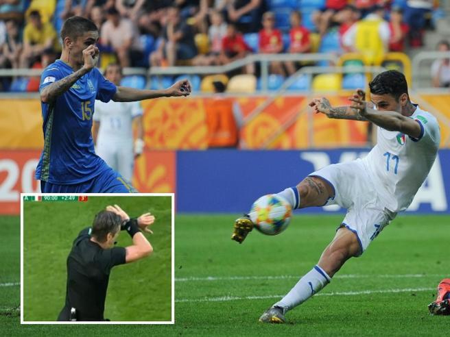 Gli azzurrini condannati dalla Var, il gol fantastico di Scamacca e la decisione dell'arbitro Il video