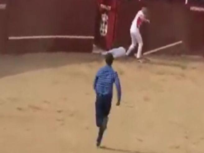 Ennesima tragedia alla corrida in Spagna: torilero muore incornato