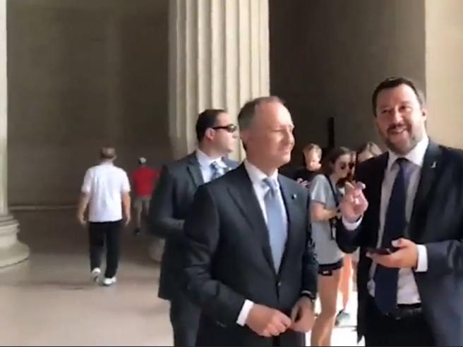 Salvini: «Una volta a Washington andammo... come si chiama... alla scalinata di Rocky». L'ambasciatore: «Sì, è a Filadelfia»